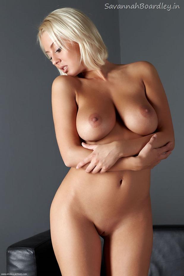 Busty Blonde babe Petia in Cabra